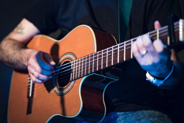 westerngitarre-pro-music-freiberg-unsplash
